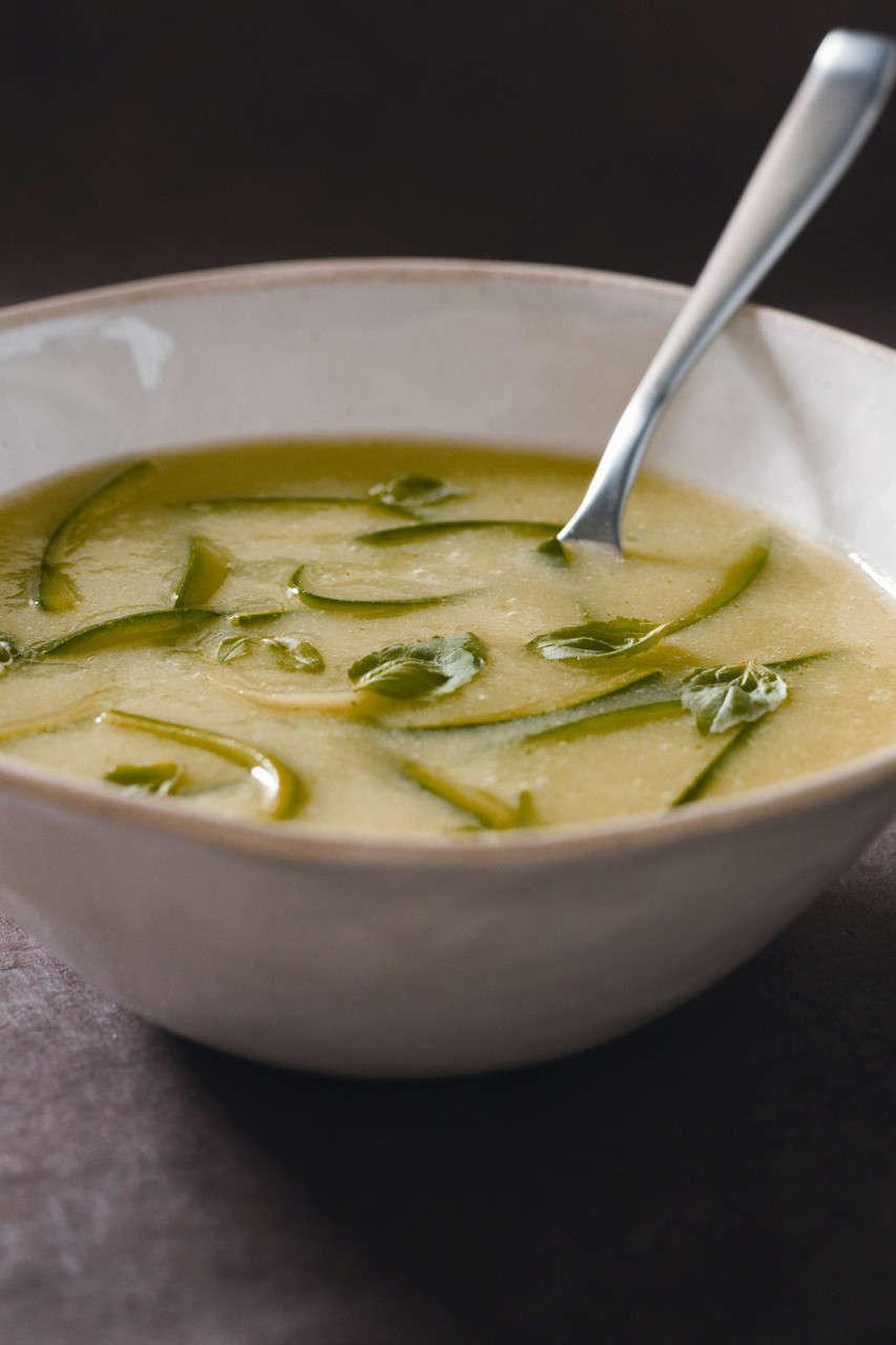 Zuppa di zucchine all'aglio fresco