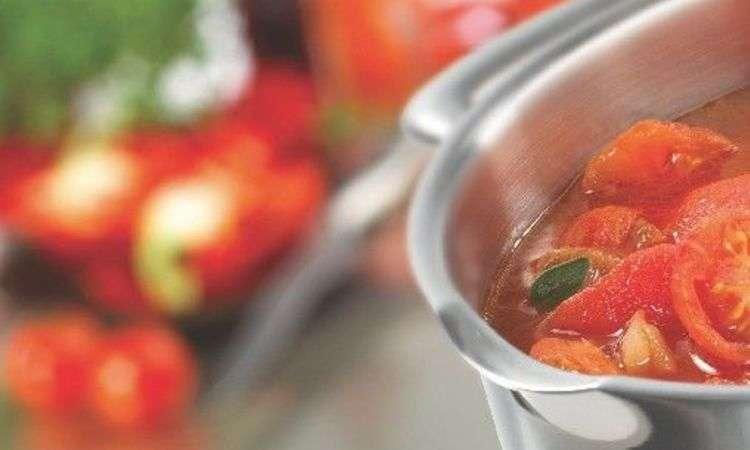 Crema fredda al pomodoro e polpettine di pesce