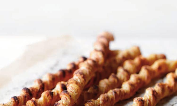 Spirali di pasta sfoglia al formaggio e paprica