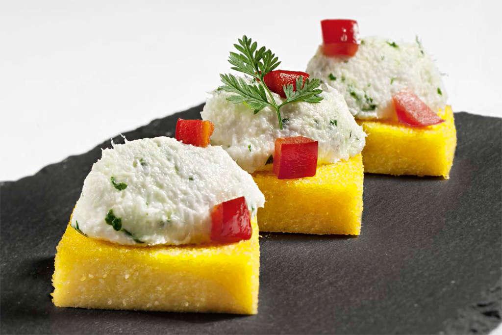 Crostini di polenta con crema di baccalà e patate