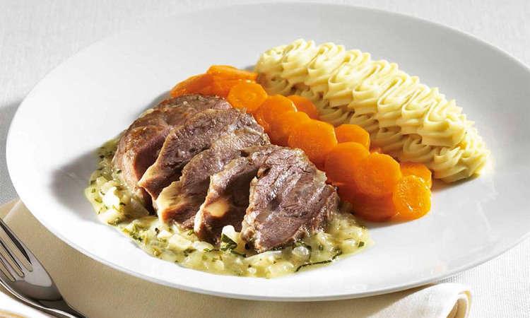 Stracotto di guancia di vitella alla piemontese, con carote vichy e spuma di patate