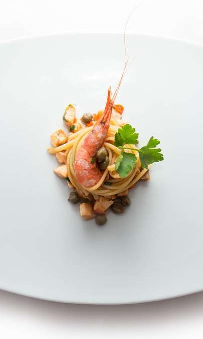 Linguine al pesce spada e gamberetti con capperi di pantelleria
