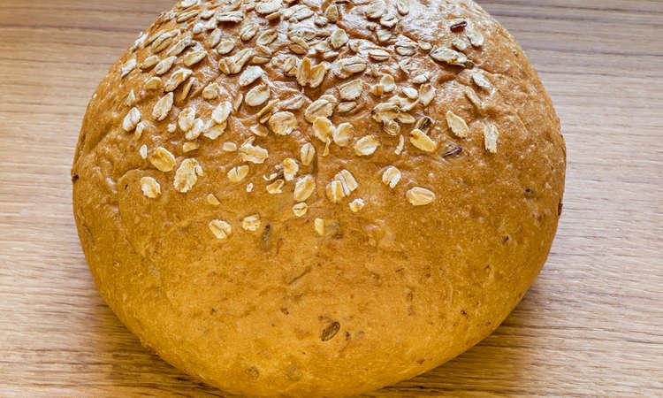 Pane semintegrale con la biga ai semi misti