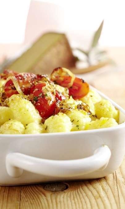 Gnocchi di patate con salsa ai formaggi e gratin al culatello di zibello