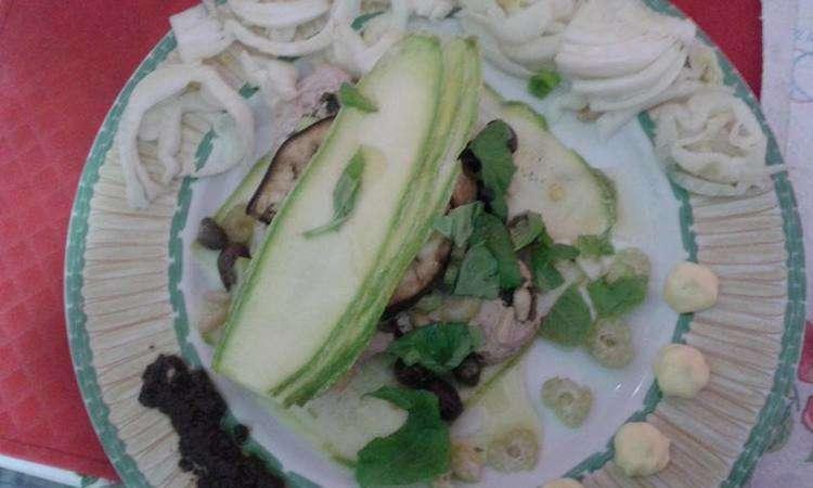 tagliata di tonno con zucchine finocchi e patè olive