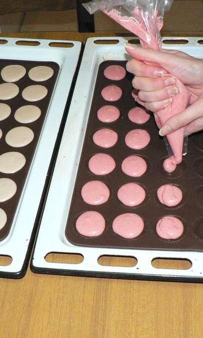 Macaron alla panna e fragola e al cioccolato