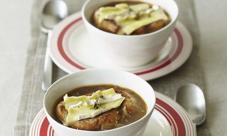 Zuppa di cipolle gratinata al Porto e Brie