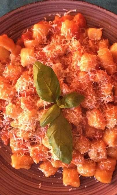 Gnocchi di patate con fondente di pomodoro e cacio ricotta