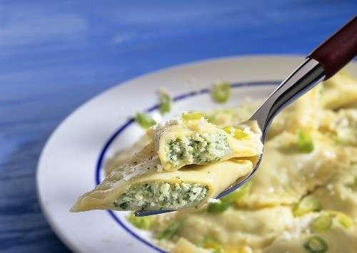 Ravioli con formaggio di capra e basilico