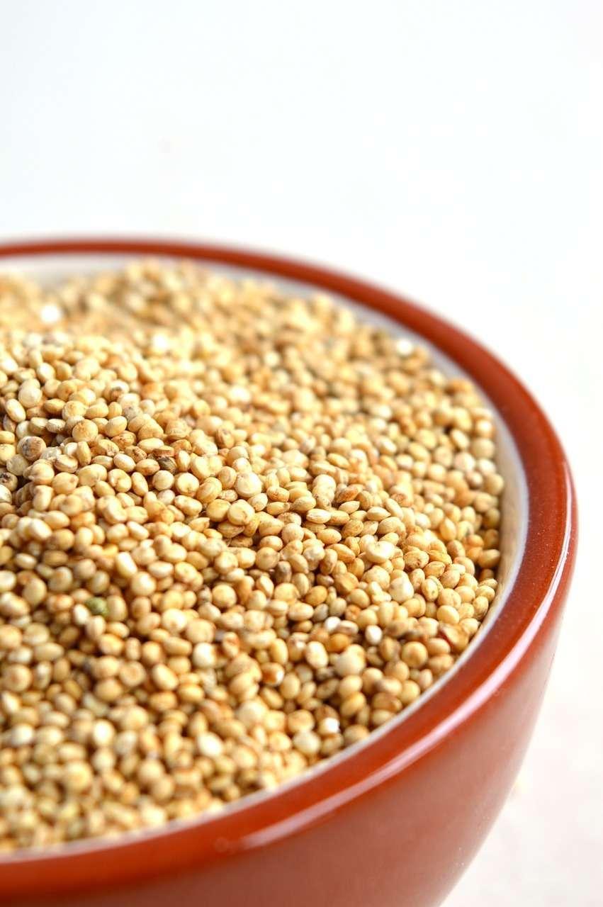 Insalata di quinoa alla cannella con verdure e melograno