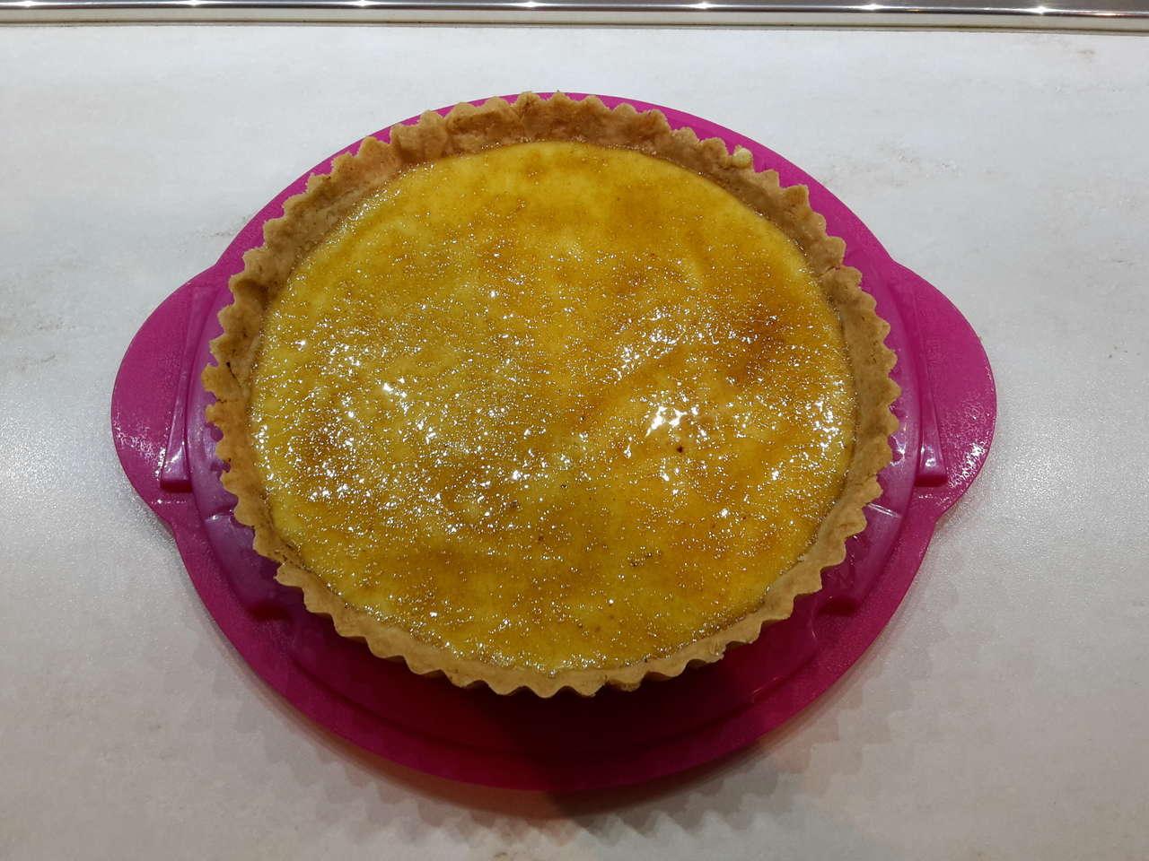 Crostata alla crème brûlée con zucchero di canna