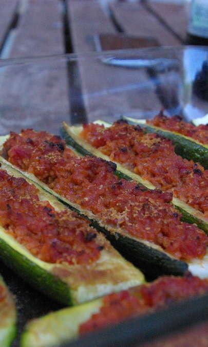 Barchette di zucchine con ragù di soia