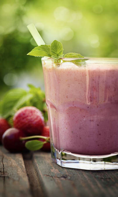 Frullato ai frutti di bosco con semi di chia e yogurt di soia alla vaniglia