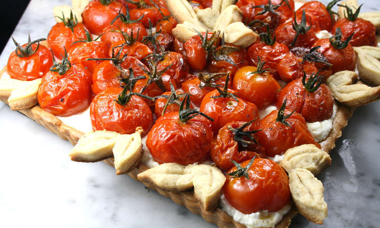 Crostata integrale con formaggio e pomodorini confit