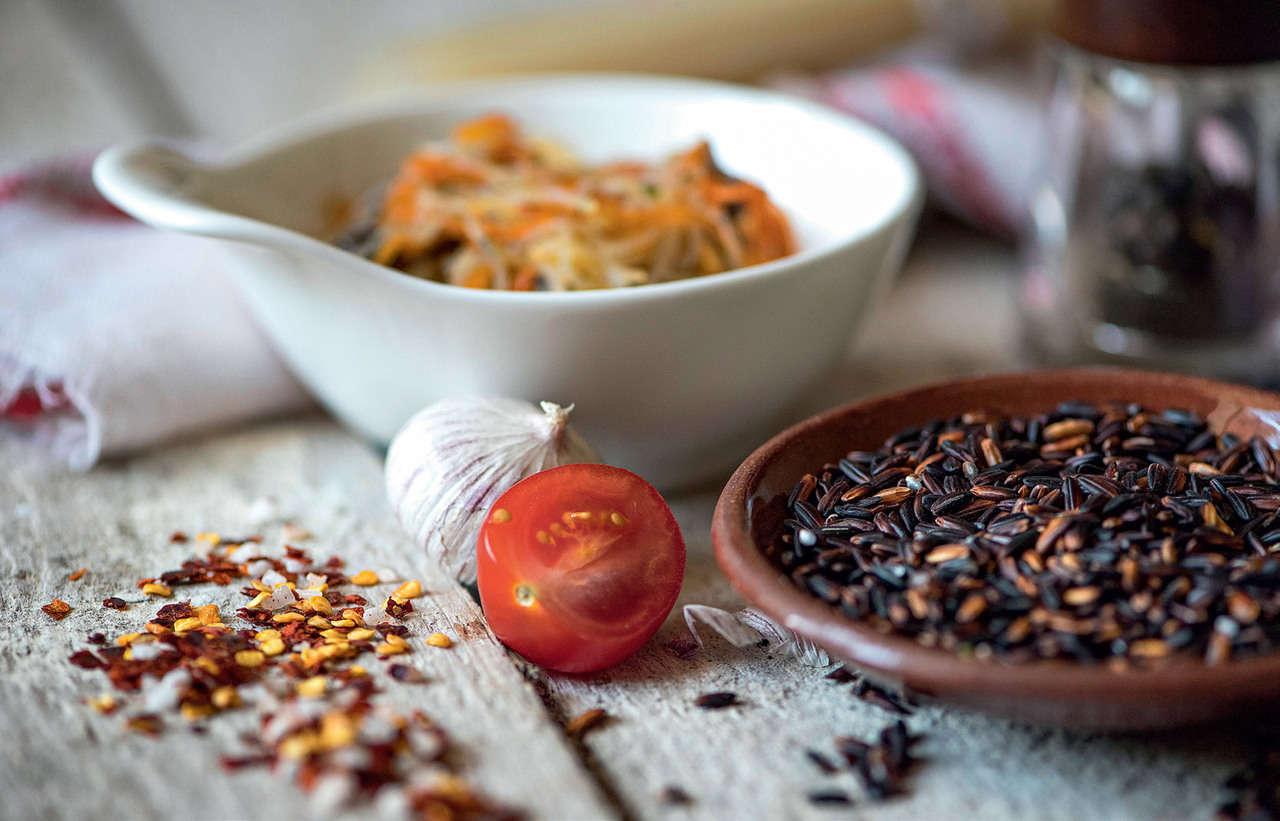 Insalata tiepida di riso nero con crema di zucchine e quartirolo