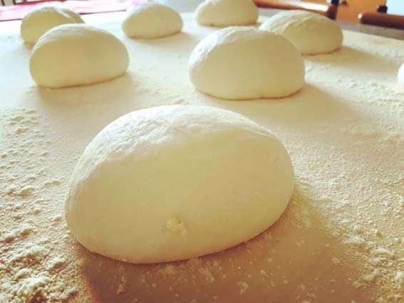 Ricetta Pasta per la Pizza Classica: Impasto Base per Pizza con ...
