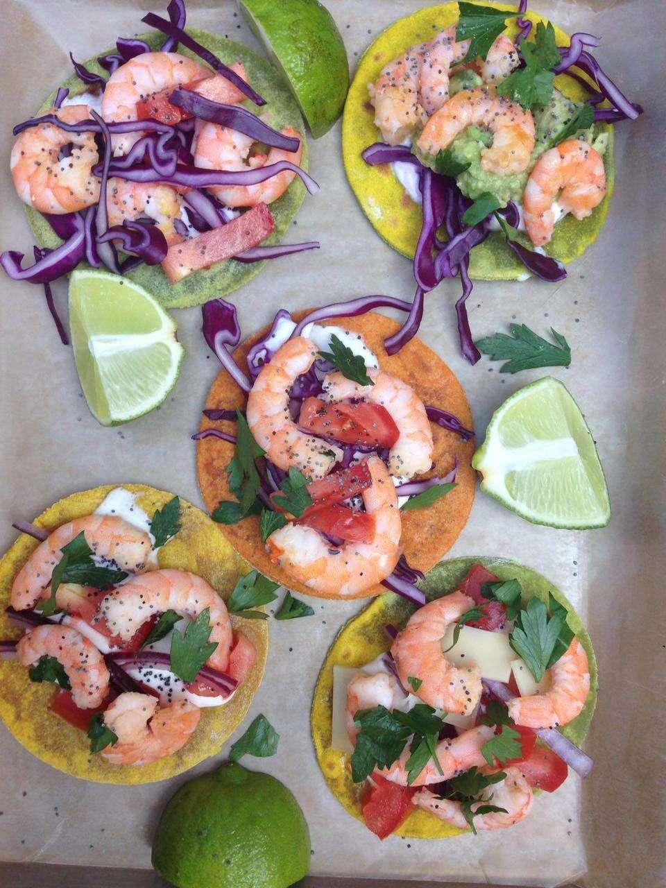 Super tacos colorati con gamberi di GNAM BOX
