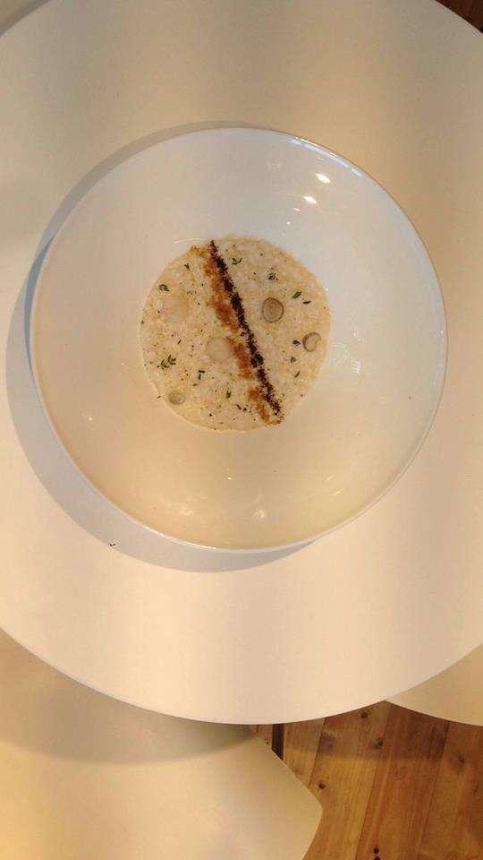 Risotto GLUTEN FREE con stracciatella alle nocciole, friggitelli, olio all'arancio e polvere di caffè tostato di MARCELLO FERRARINI