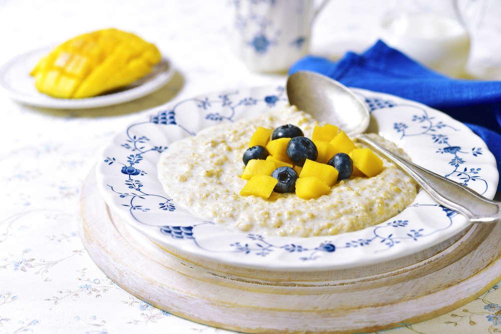 Porridge di avena con composta di mango