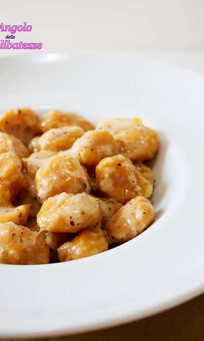 Gnocchi di zucca ai tre aromi con burro e parmigiano