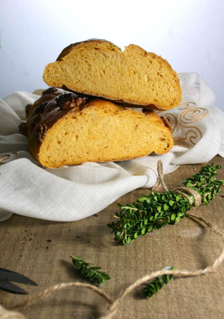 Pane con patate dolci e gherigli di noci
