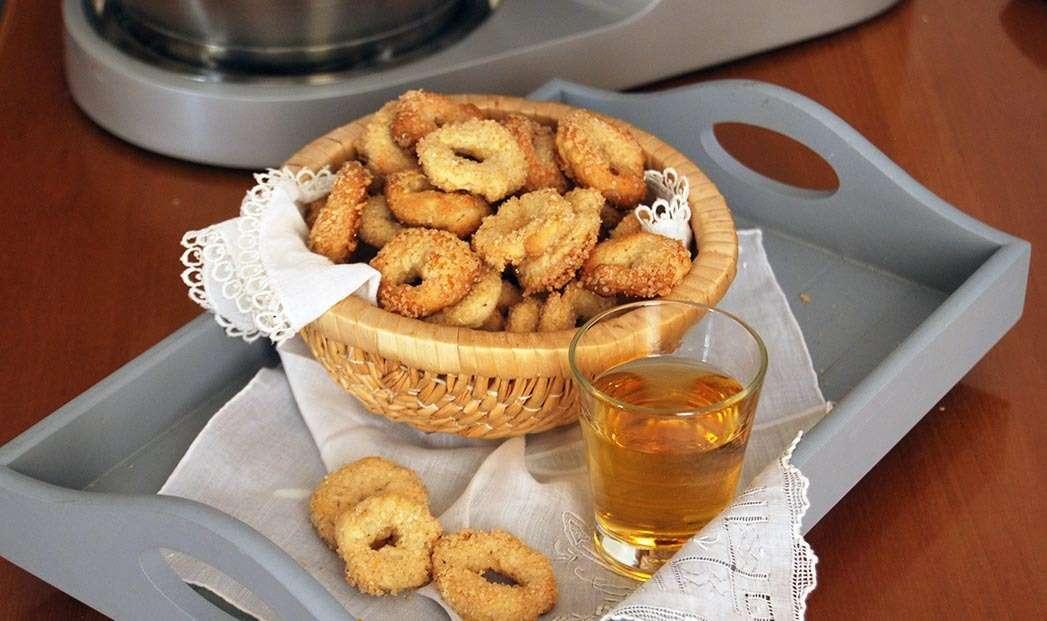 Ciambelline al vino bianco, semi di finocchi e pastis