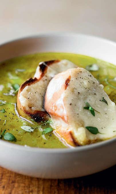 Zuppa con broccolo romano e baccalà