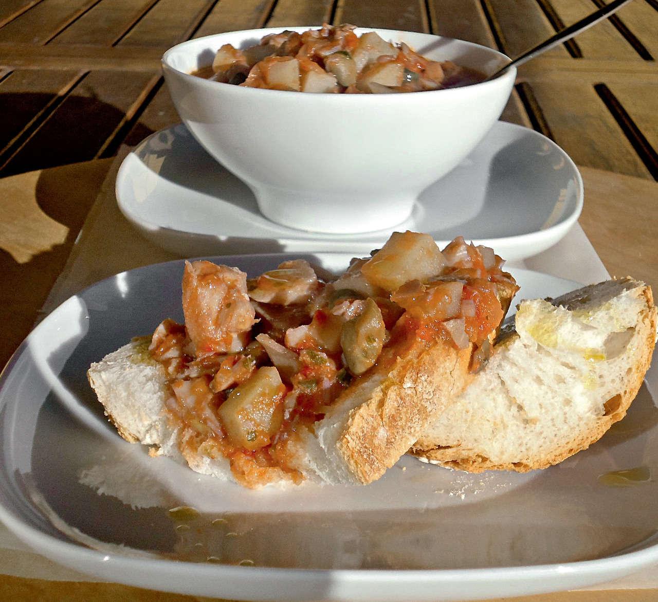 Baccalà piccante con pomodoro e taccole
