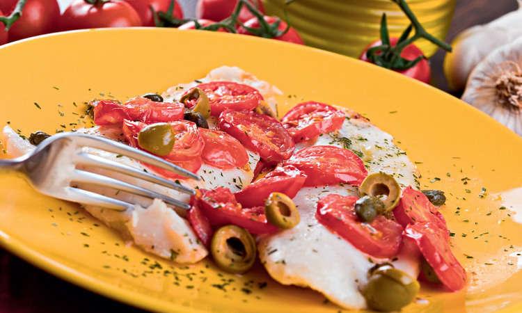 Bocconcini di pescatrice con pomodorini e olive
