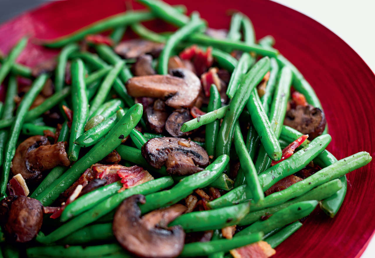 Fagiolini con cipollotti, funghi e pancetta