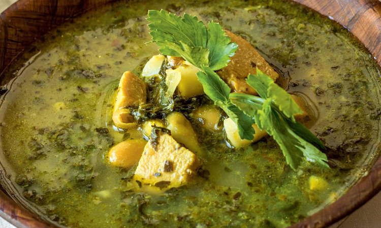 Minestrone di verdure estive al pesto di basilico