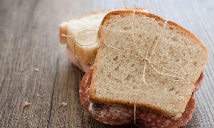 Pane bianco per tramezzini