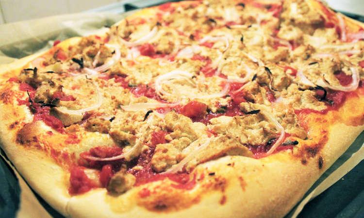 Pizza al trancio fintonno e cipolla