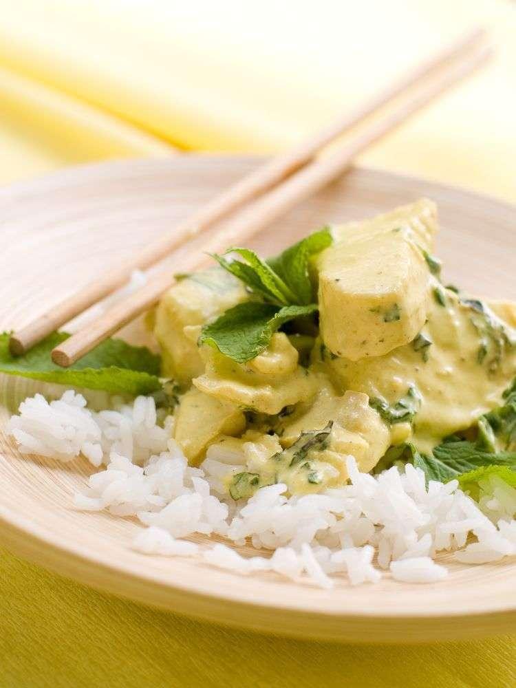 Curry verde tailandese di pollo e verdure
