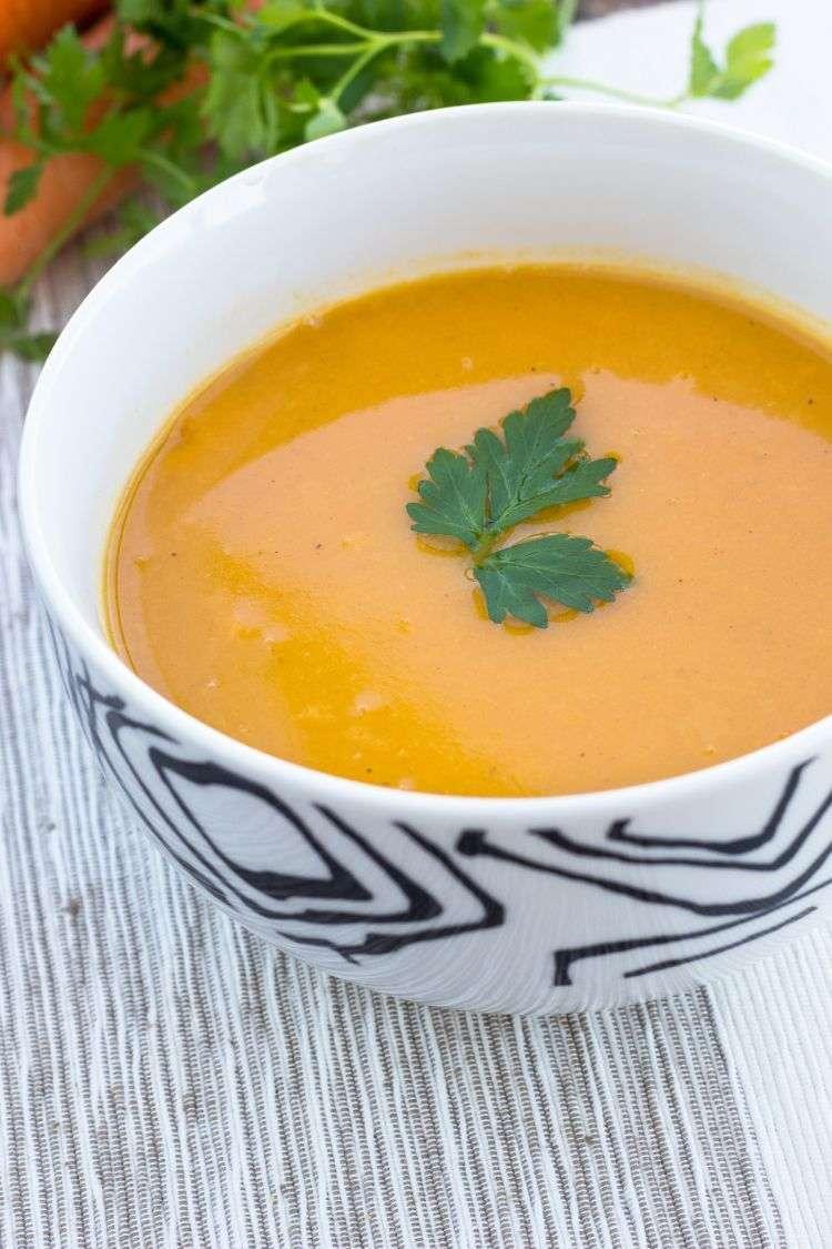 Zuppa di peperoni rossi e patata dolce