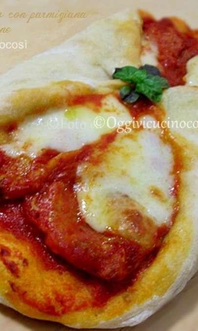 Cannolo di Pizza con Parmigiana di Melanzane