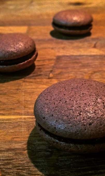 Macaron al Cacao Amaro con Ganache di Cioccolato Fondente