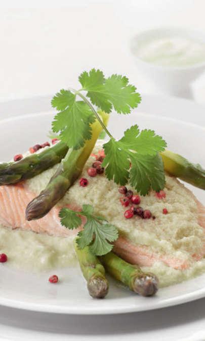 Cartoccio di salmone agli asparagi