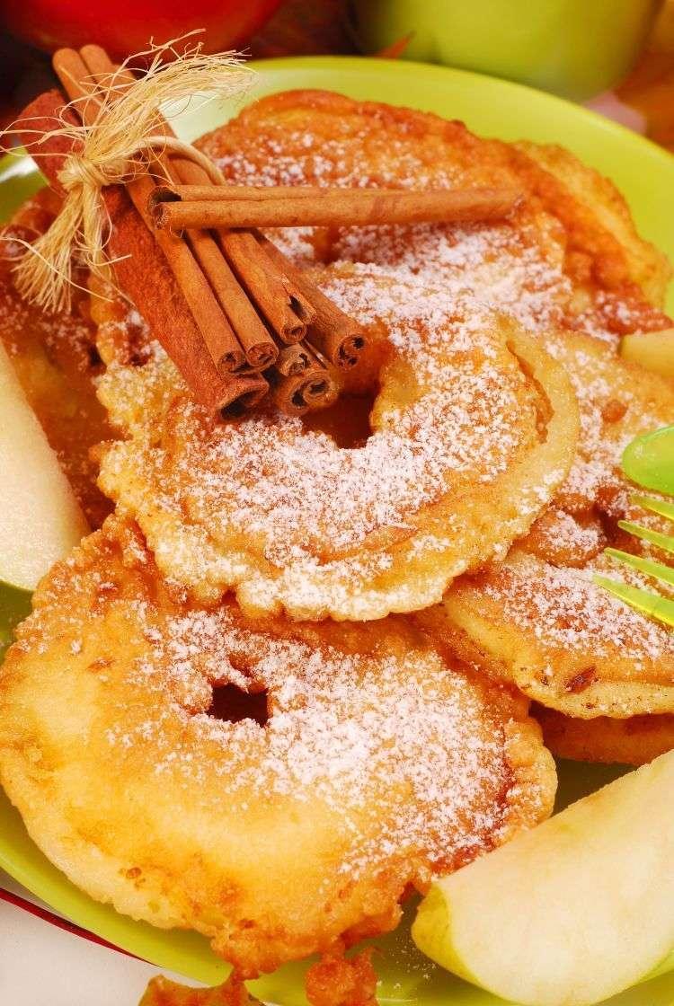 Mele fritte in pastella con miele di acacia