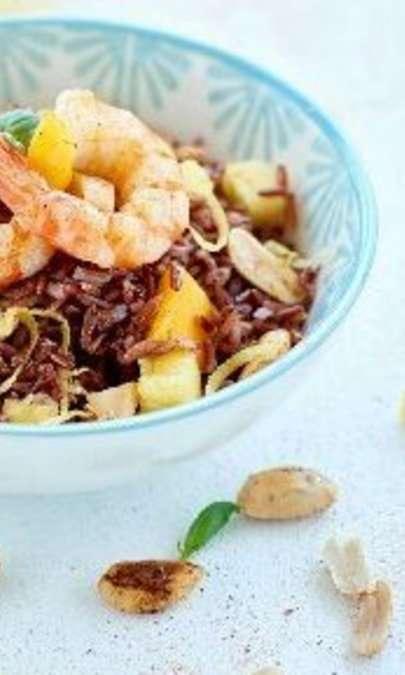 Insalata di riso selvaggio, gamberi e verdure