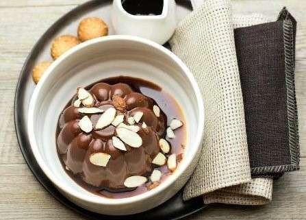 Panna cotta al cioccolato con salsa al caffè