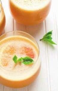 Estratto di melone, ananas, uva bianca, arancia, limone e menta