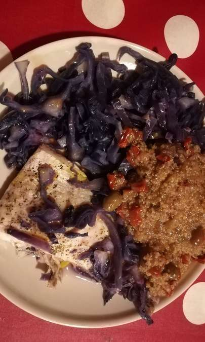 Filetto di Persico al Vapore con Cavolo Rosso e Quinoa Sfiziosa
