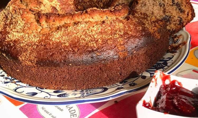 Ciambellone di grano saraceno al cocco e cioccolato.
