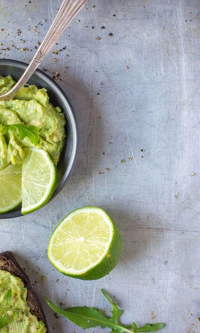 Crema di avocado, lime e anacardi al profumo di basilico