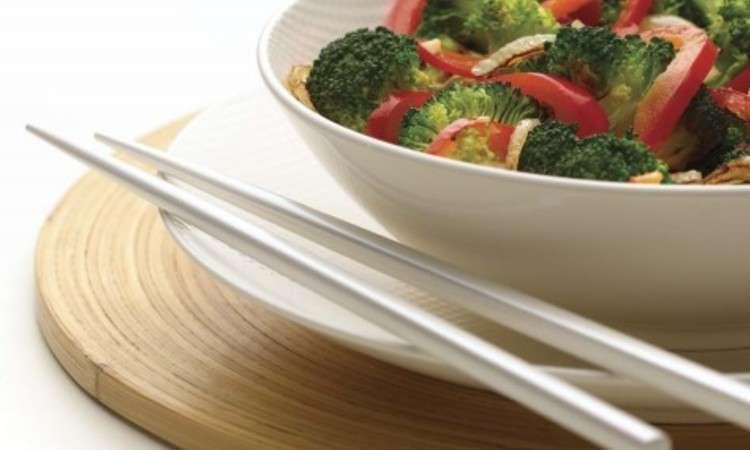 Broccoli e peperoni rossi saltati