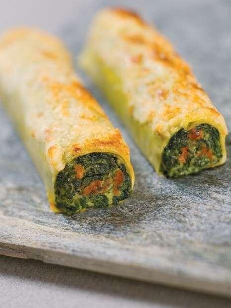 Cannelloni allo zafferano ripieni di ricotta e spinaci