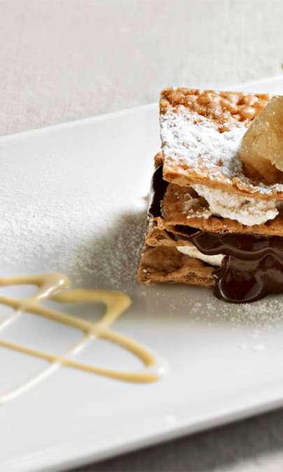 Cannolo aperto alla composta di pere, cioccolata e ricotta