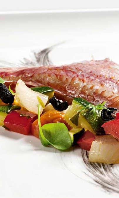 Caponatina di verdure in agrodolce con filetti di triglia al vapore