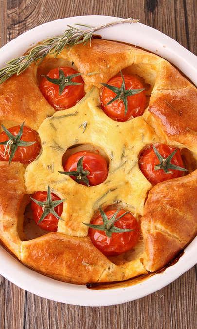 Clafoutis salato con pancetta, cipolla e pomodori